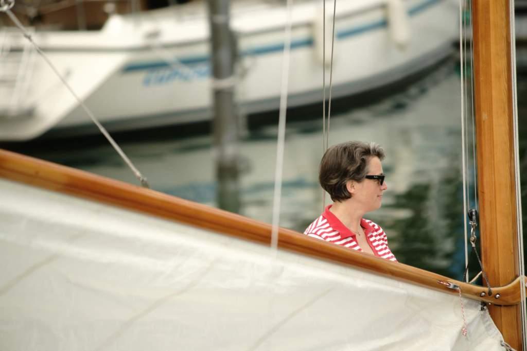 """Die Autorin Barbara Hutzl-Ronge auf der """"Wolkuse"""" in Friedrichshafen. Foto © Nils Theurer"""