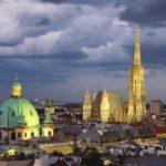 Stephansdom und Karlskirche in Wien