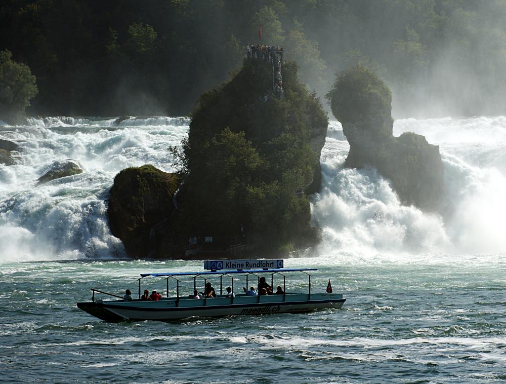 Fährboot der Familie Mändli unterhalb des Rheinfalls
