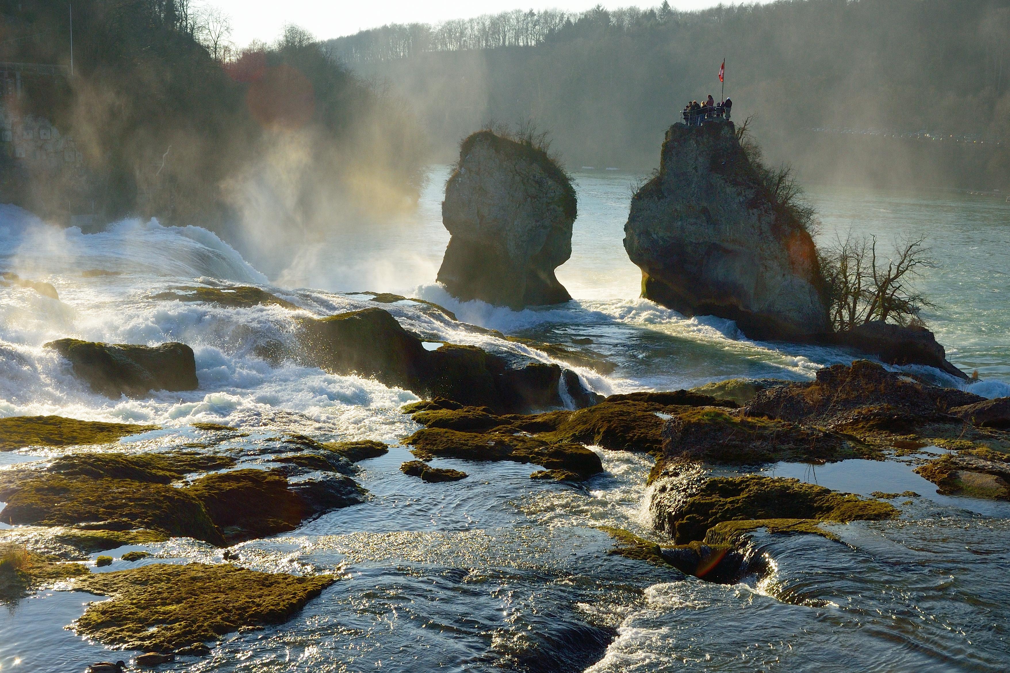 Wo der Rheinfall noch friedlich scheint