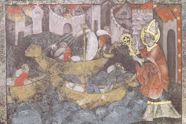 Wandgemälde, das drei Schiffe und den heiligen Nikolaus zeigt.