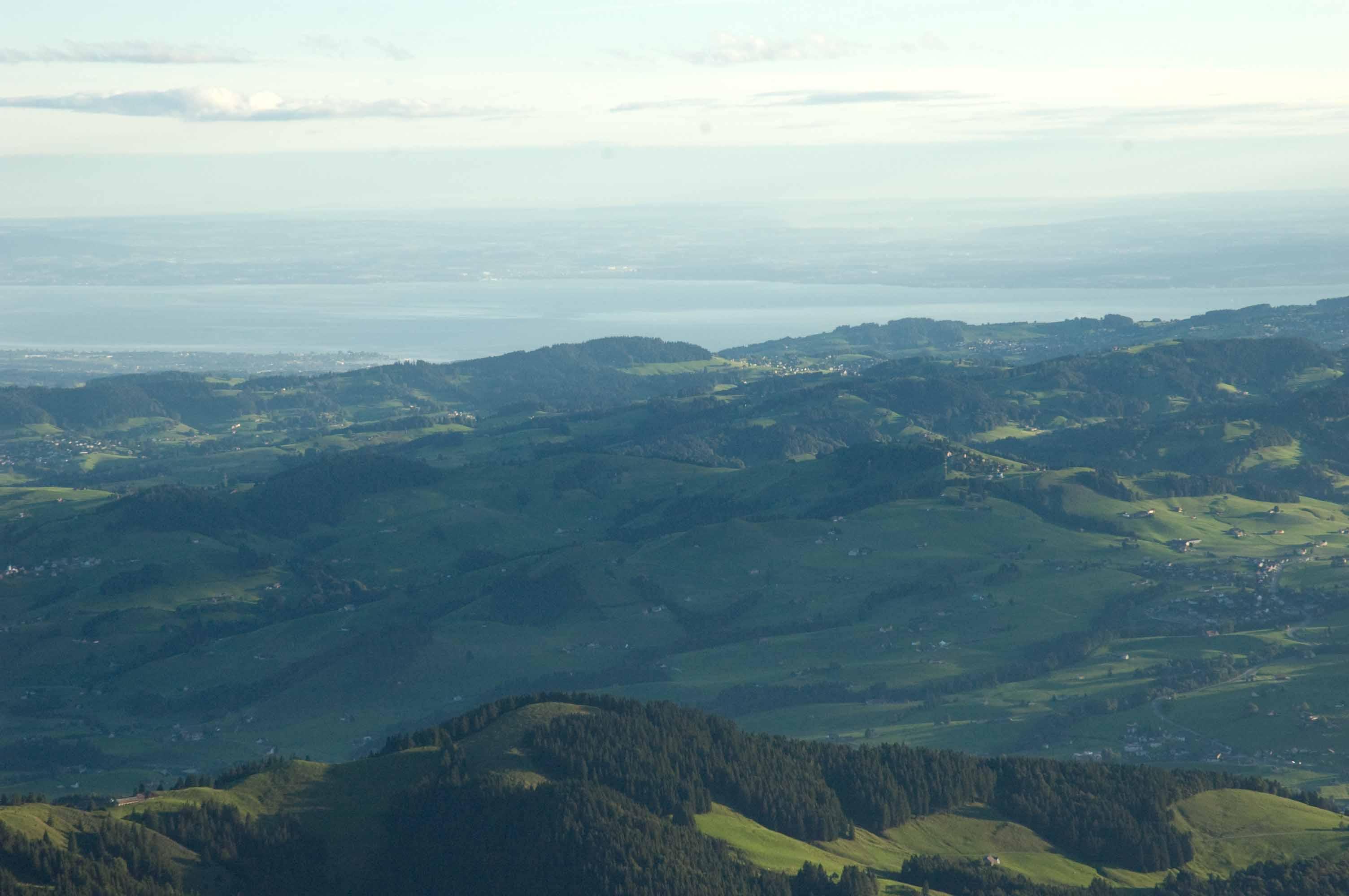 Blick vom Schäfler im Alpstein über die Hügel des Appenzell auf den Bodensee