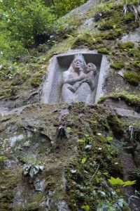 Maria mit Kind, Halbrelief am seeseitigen Einstieg in die Marienschlucht