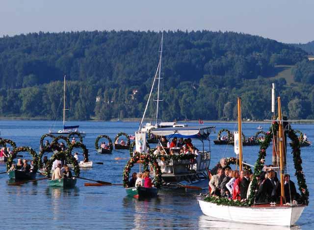 Mit Blumen geschmückte Boote, Hausherrenfest, Radolfzell, Foto © Barbara Hutzl-Ronge
