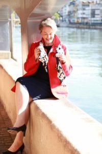 Die Autorin Barbara Hutzl-Ronge an der Schiffe in Zürich. Foto: Christian Schwitter
