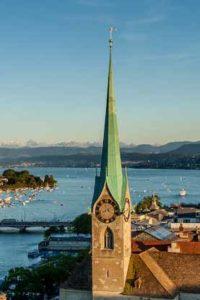 Das Fraumünster und der Zürichsee. Zu erleben bei einer Stadtführung mit Barbara Hutzl-Ronge